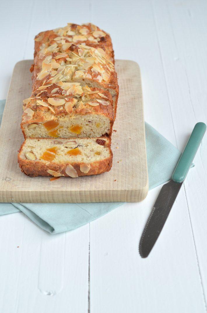 kwarkbrood-met-noten-en-rozijnen-2.jpg