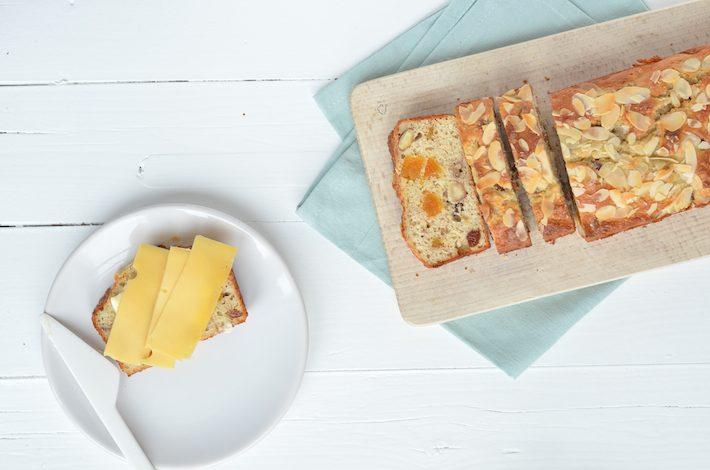 kwarkbrood-met-noten-en-rozijnen-3.jpg