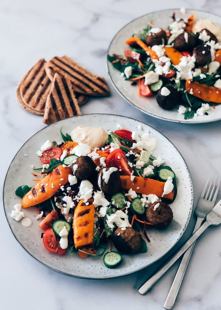 Falafel salade met tahin dressing
