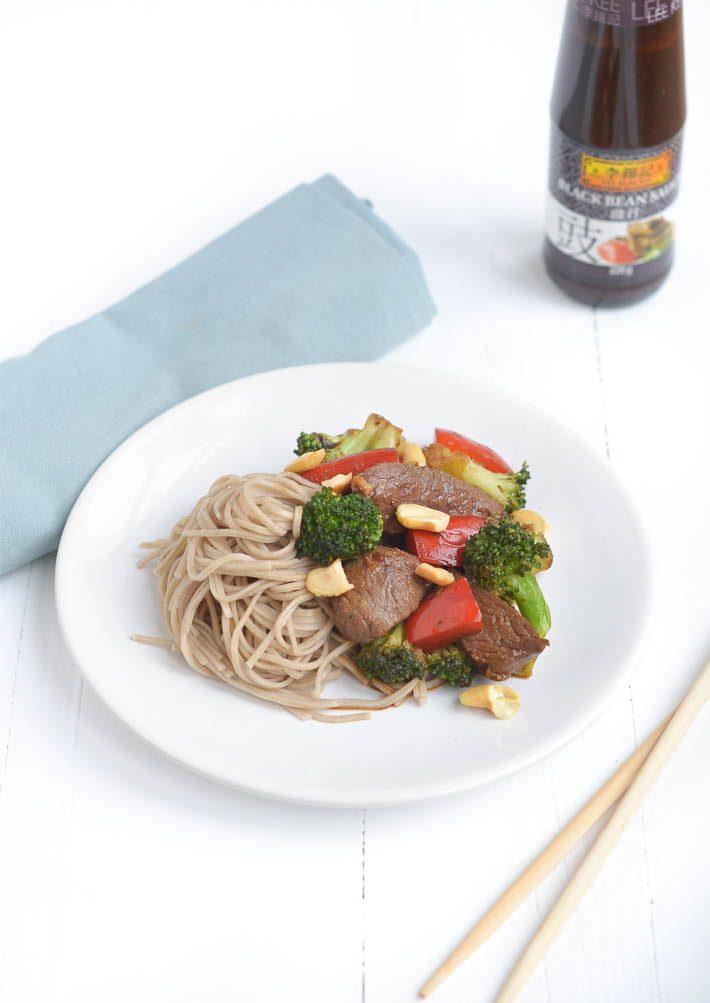 Snelle wok met biefstuk
