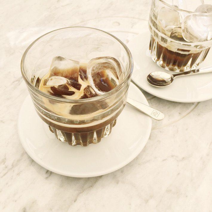 ijskoffie met latte di mandorla