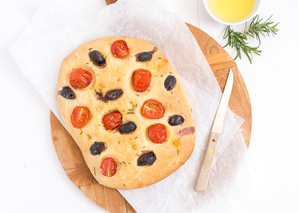 Foccacia-met-tomaat-en-olijven-5-5.jpg