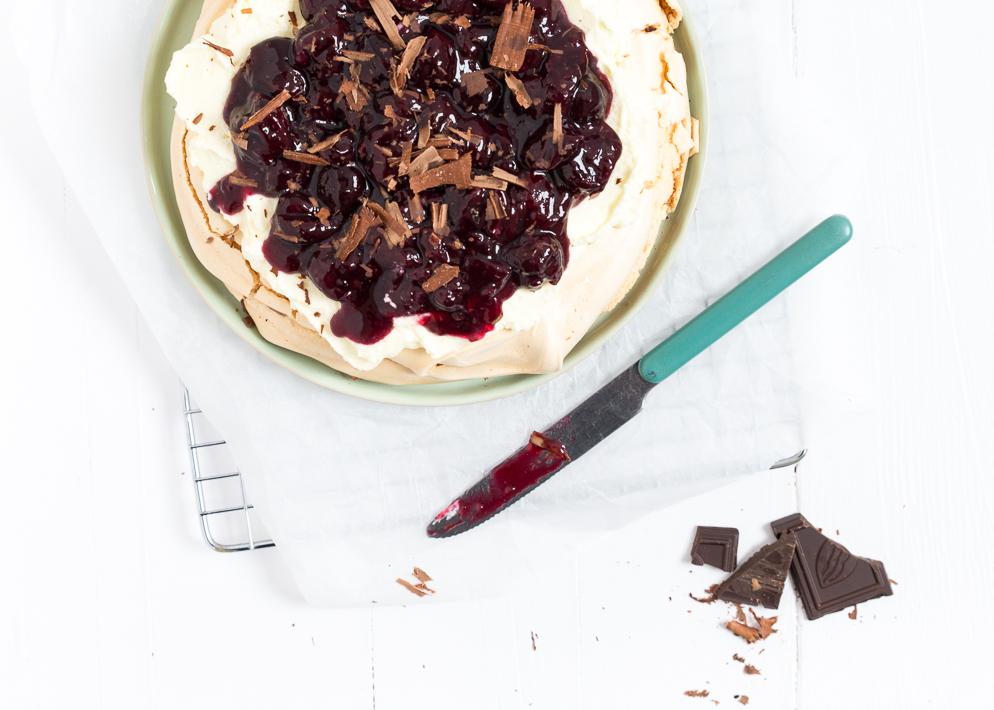 Pavlova-met-kersen-en-chocola-3-3.jpg