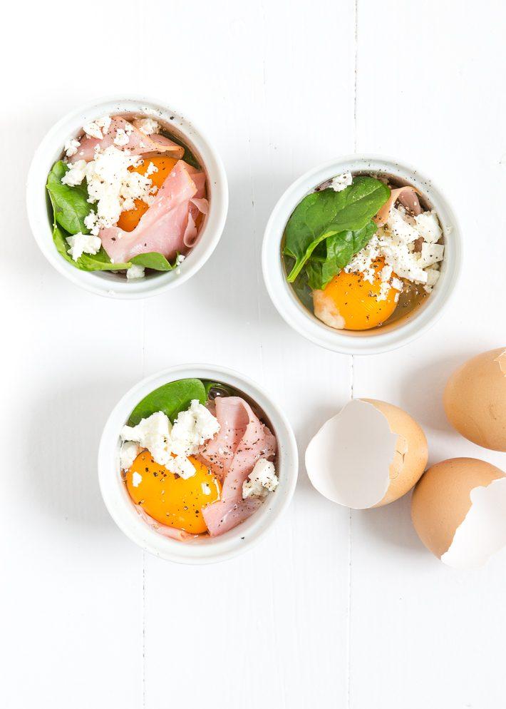 Eipotjes met spinazie en ham