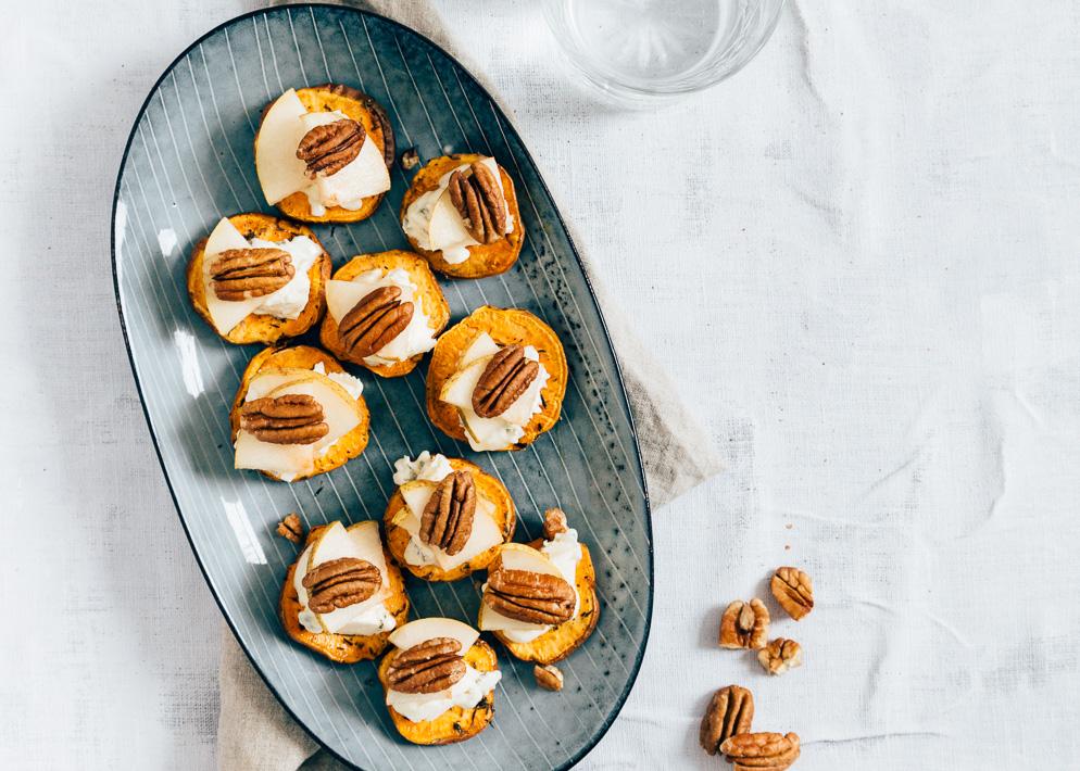 Zoete-aardappel-crostini-met-blauwe-kaas-4-4.jpg