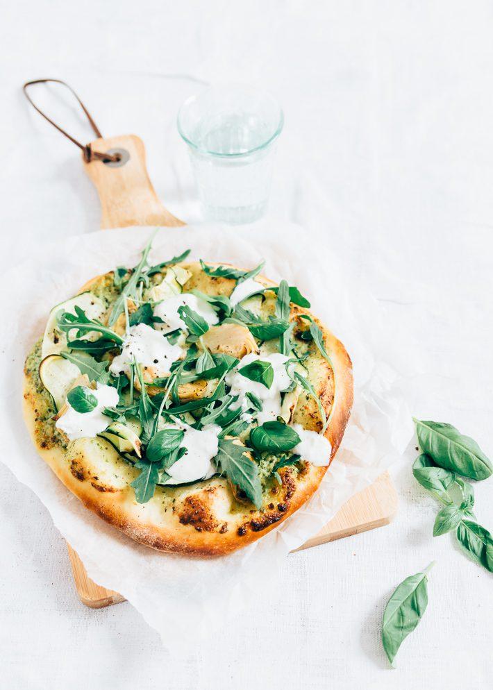 Veggie pizza met courgette en burrata