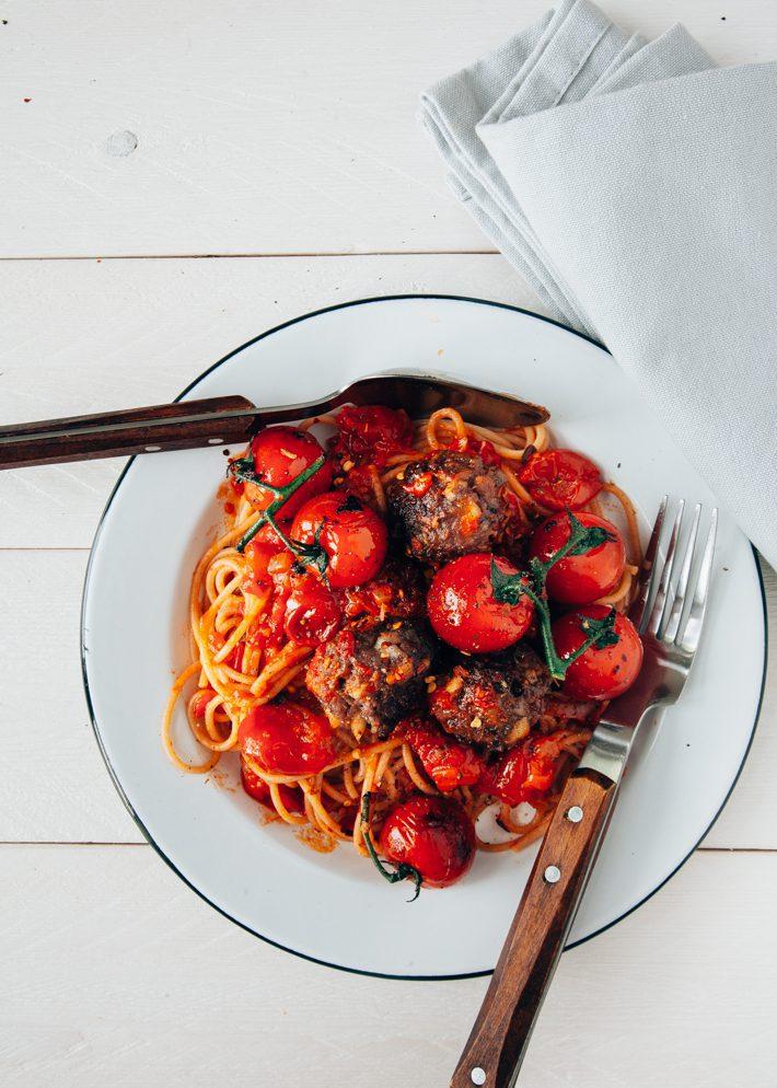 spaghetti met gehaktballetjes, pasta met gehaktballetjes, pasta gerecht, pasta recept, Italiaanse keuken, Italiaanse recepten, gehaktballetjes in tomatensaus, spaghetti recept