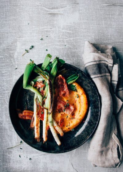 Pompoenpuree met gebakken bosui en spek