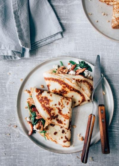 Hartige pannenkoek met spinazie, spekjes en geitenkaas
