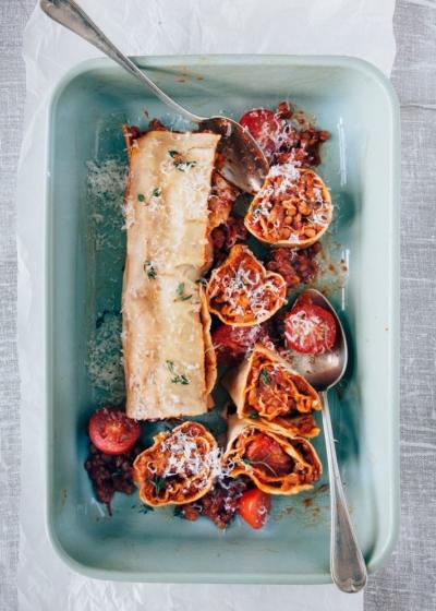 Pastarol met worst, tomaten en linzen