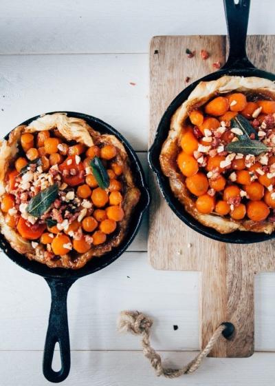 Mini tarte tatin met wortel en spek