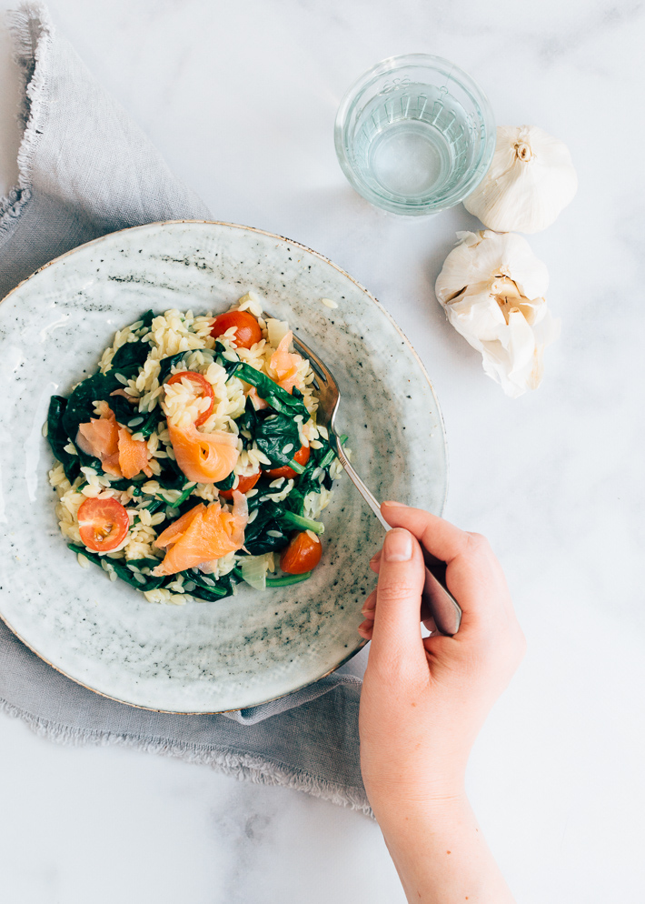 Orzo met spinazie en zalm