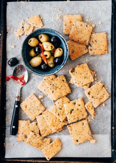 Hartige koekjes met olijven en kaas