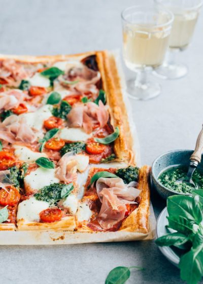 Italiaanse plaattaart met prosciutto