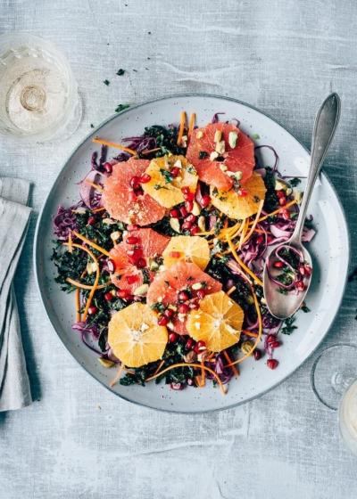 Boerenkoolsalade met sinaasappel en yoghurtdressing