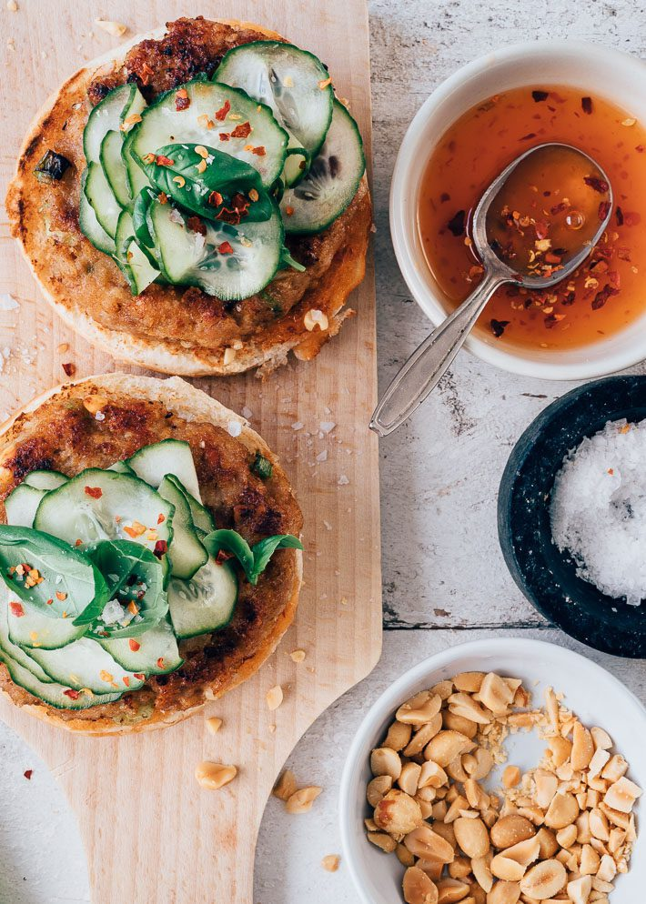 Aziatische burger met pickled komkommer