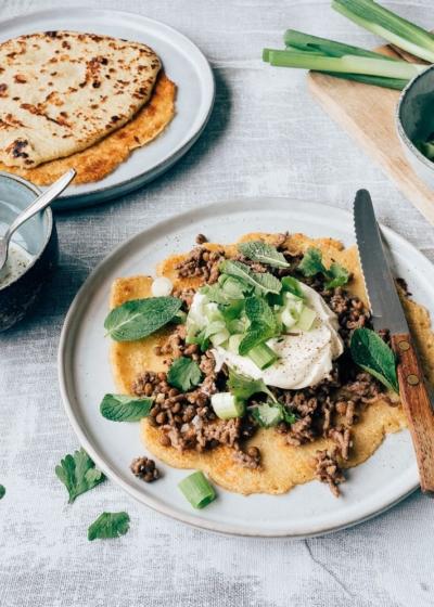 Kikkererwten pannenkoek met linzen en gehakt