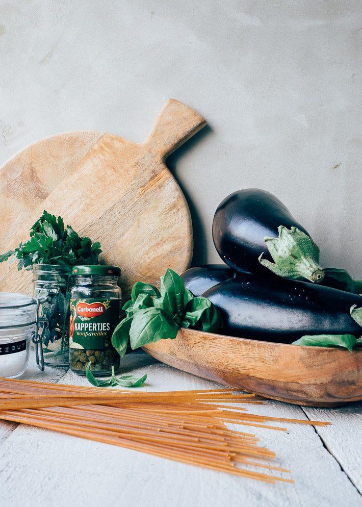 Aubergine pasta met salsa verde
