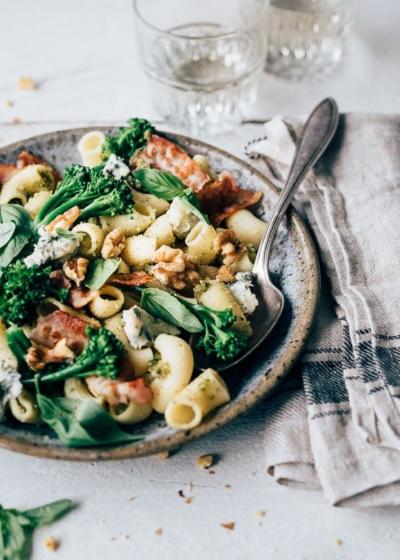 Koude pastasalade met walnotenpesto