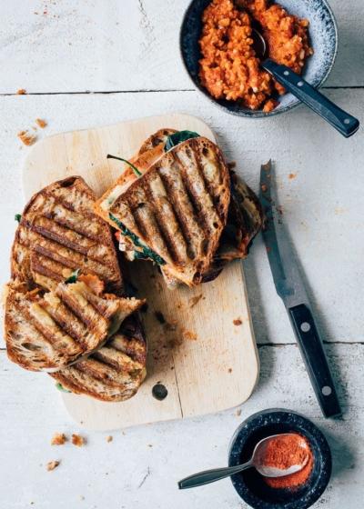 Chorizo tosti's met spinazie en gegrilde paprika