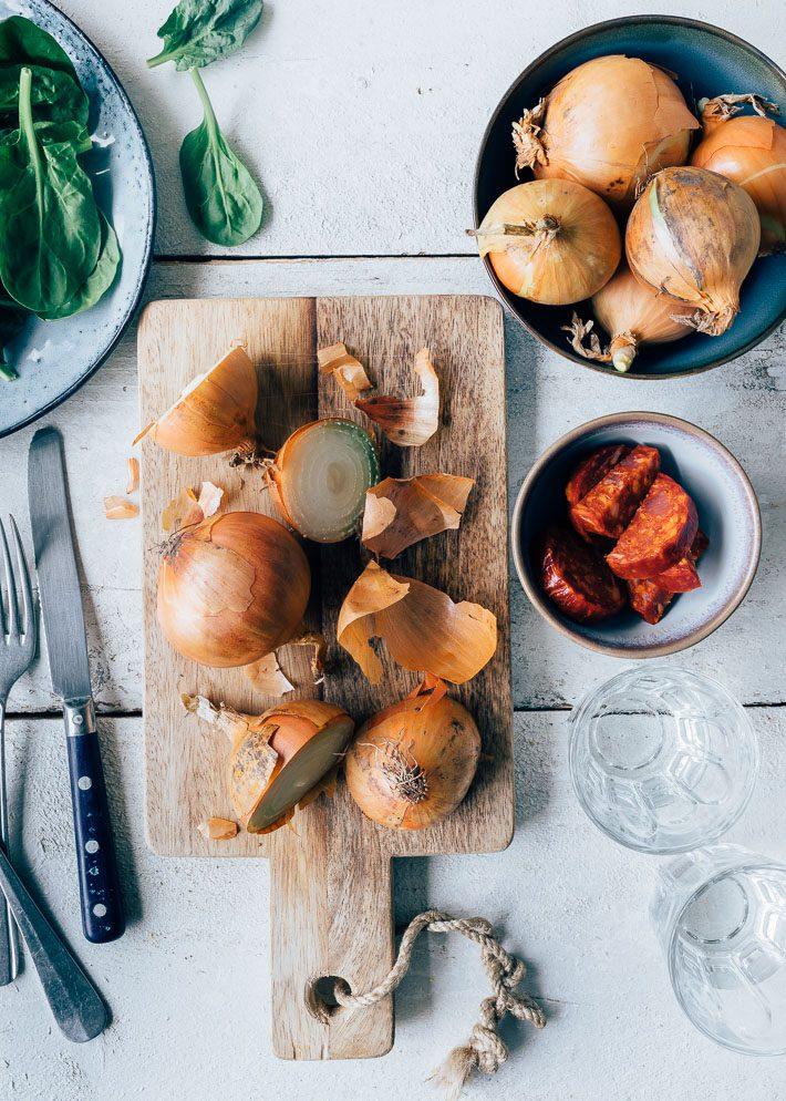 Frittata met chorizo, geroosterde paprika en verse kruiden