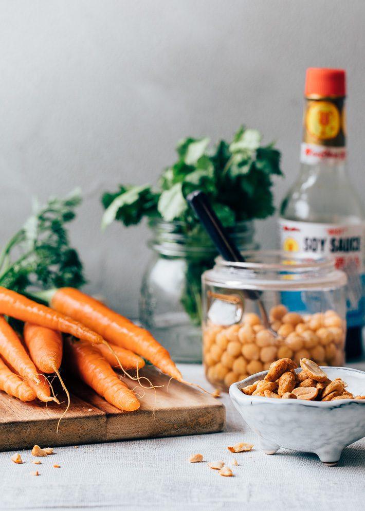 Geroosterde wortelsalade met knapperige kikkererwten