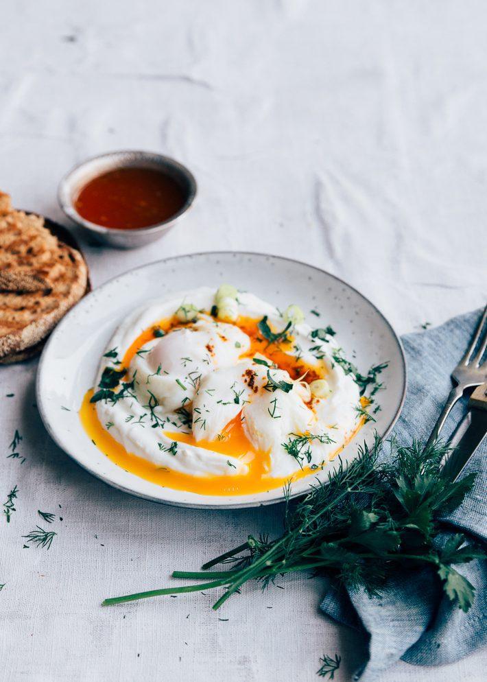Turkse eieren (çilbir)
