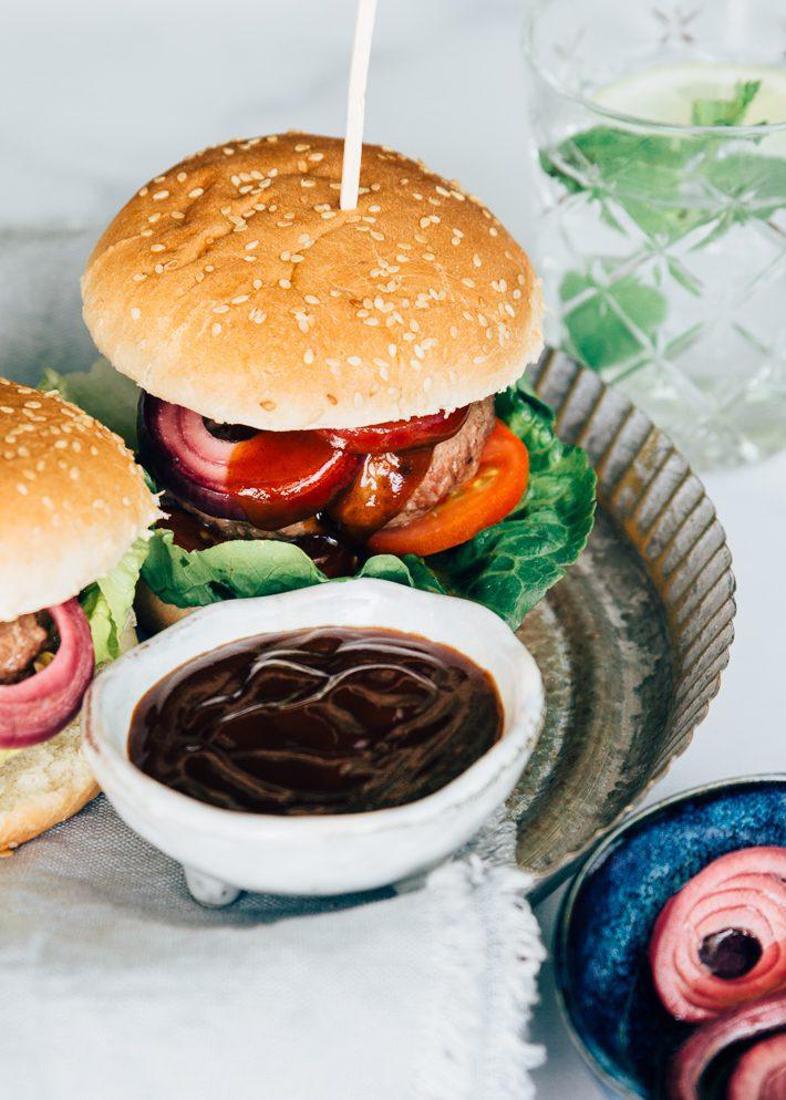 BBQ-burger-met-zoetzure-ui-5-5.jpg
