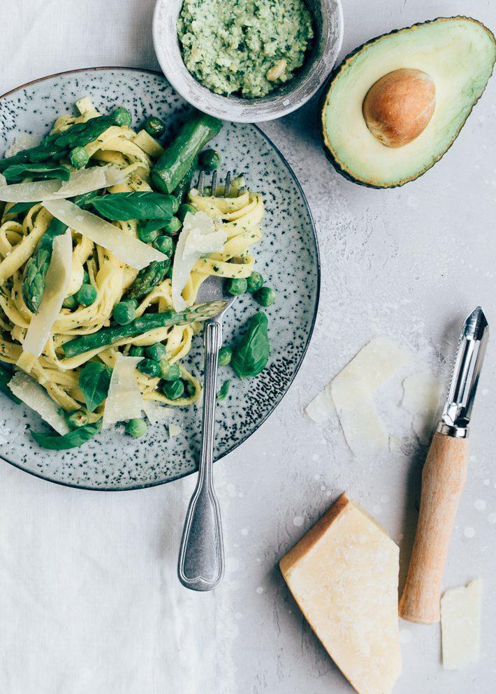 Pasta-met-avocadopesto-1-1-e1561368960585.jpg