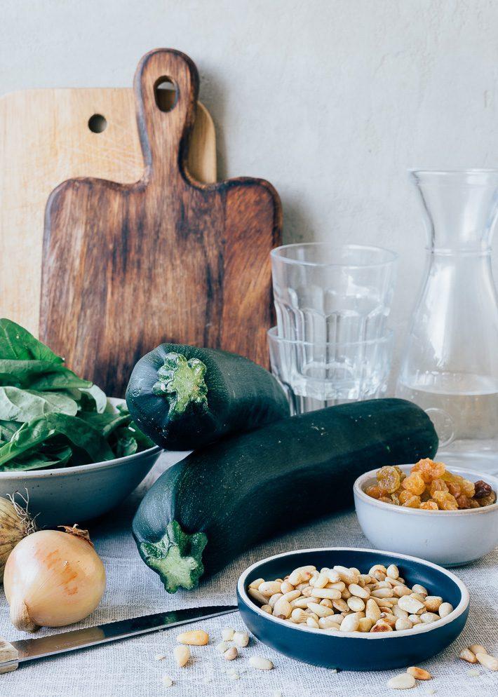 Kiprolletjes met courgette komkommersalade
