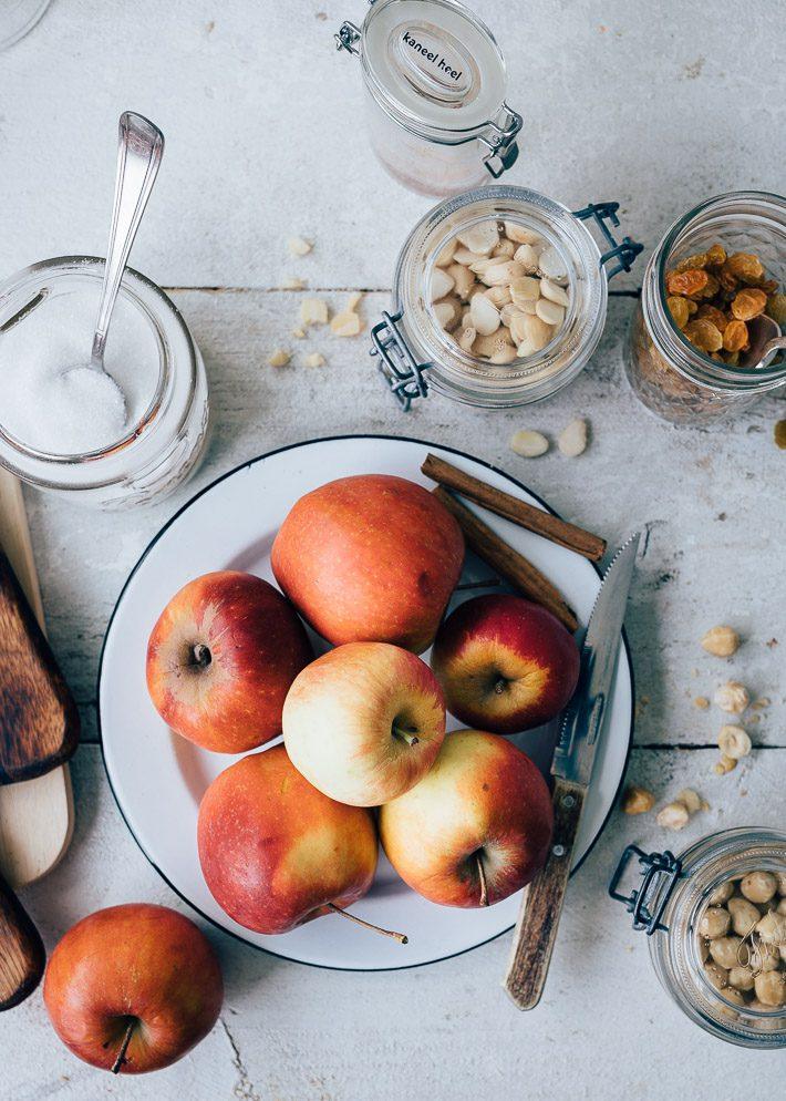Gevulde appeltjes met spijs, rozijnen en noten