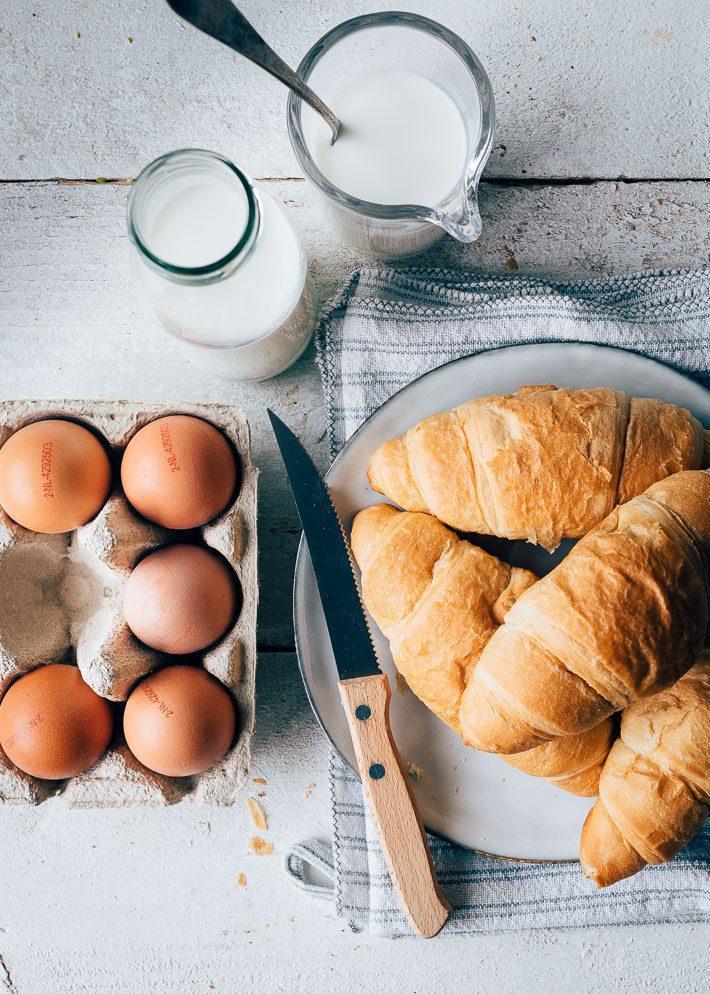 Croissant pudding met bramen