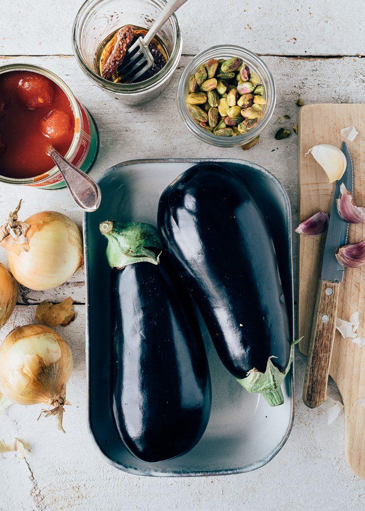 Vegetarische stoofschotel met aubergine