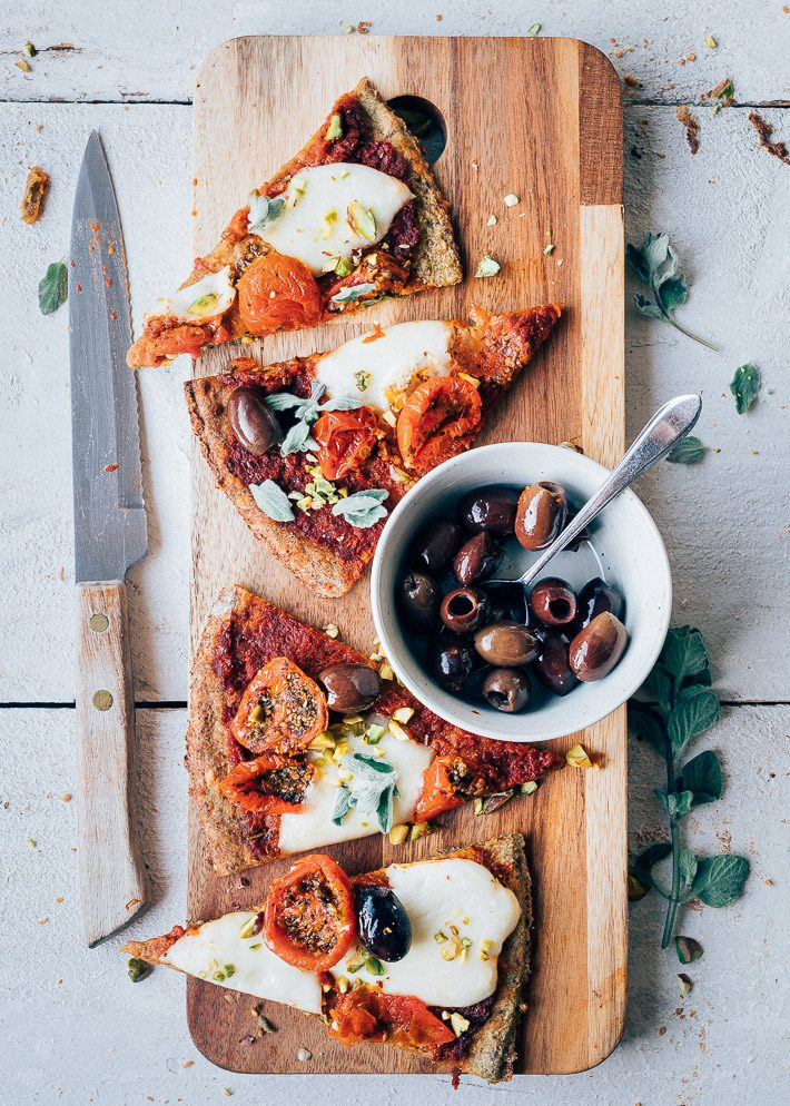 Gezonde broccolipizza met mozzarella