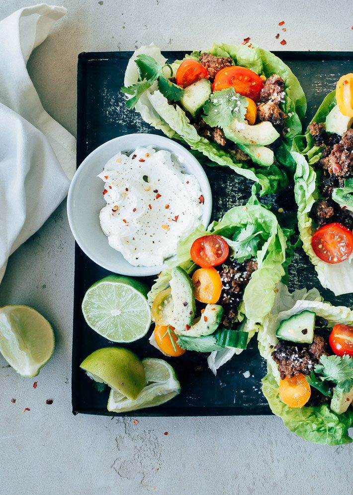Mexicaanse sla wraps met gehakt, avocado en limoensap