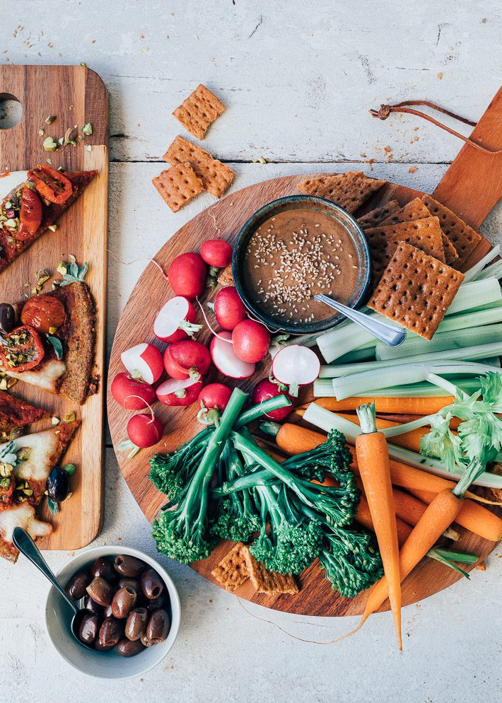 Tahini pindasausdip & groenten