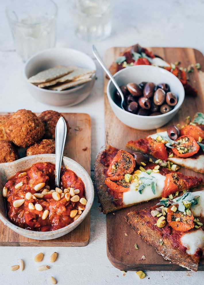Tomatensausdip met falafel