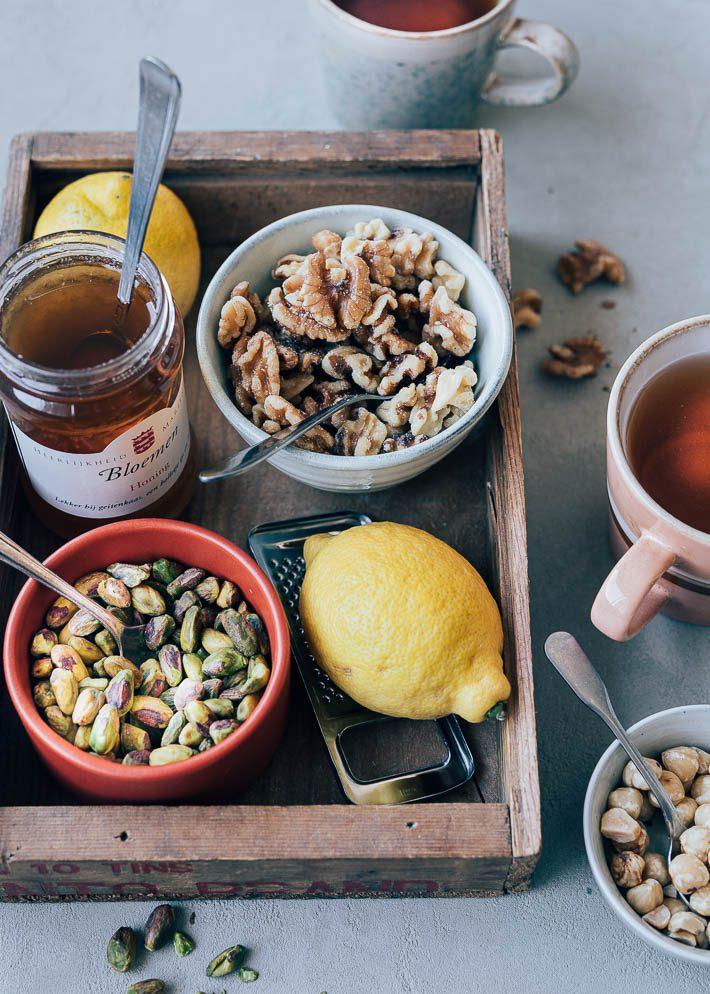 Bladerdeegstengels met spijs en noten