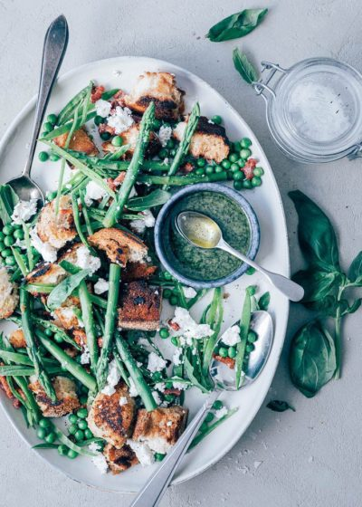 Groene asperges salade met croutons