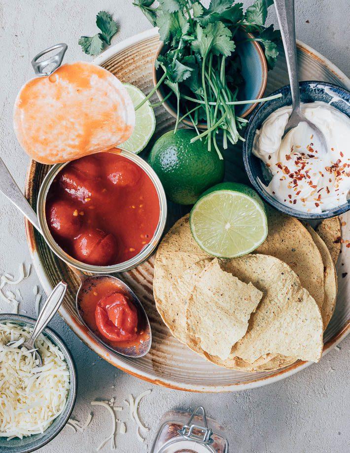 Tostadas met gehakt, tomatensaus en kaas
