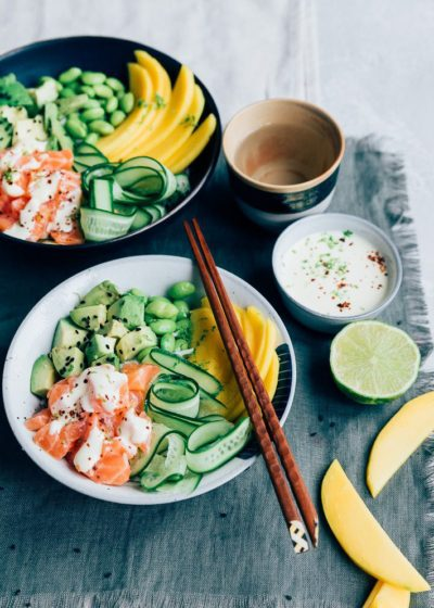Poke bowl met zalm en mango