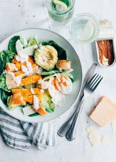 Caesar salade met krokante kip