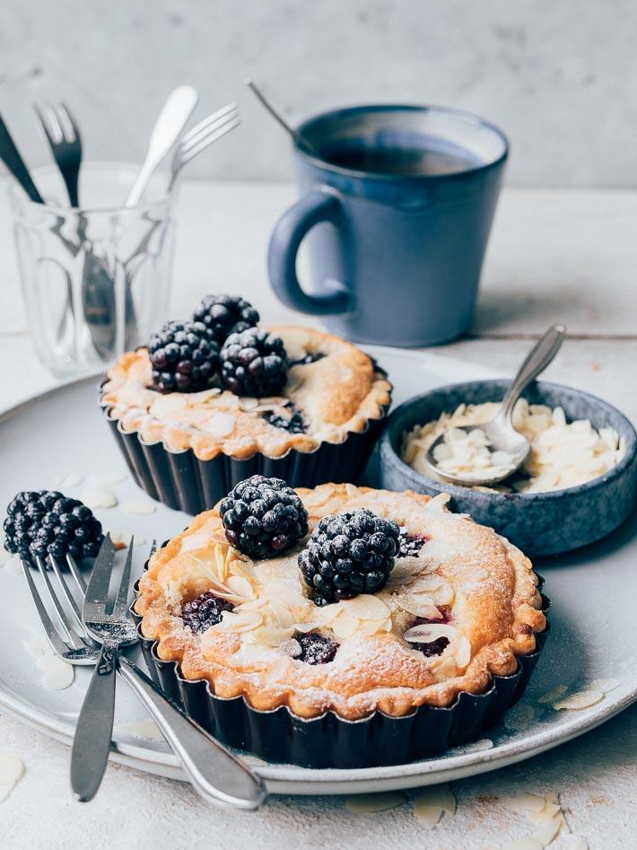 Frangipane taartjes met bramen