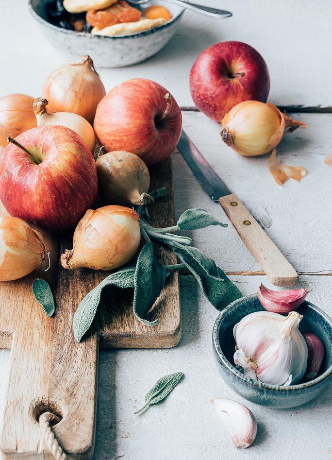 Rollade met gedroogd fruit en appeltjes