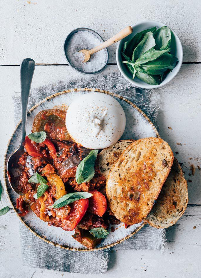 Vegetarisch stoofpotje met burrata