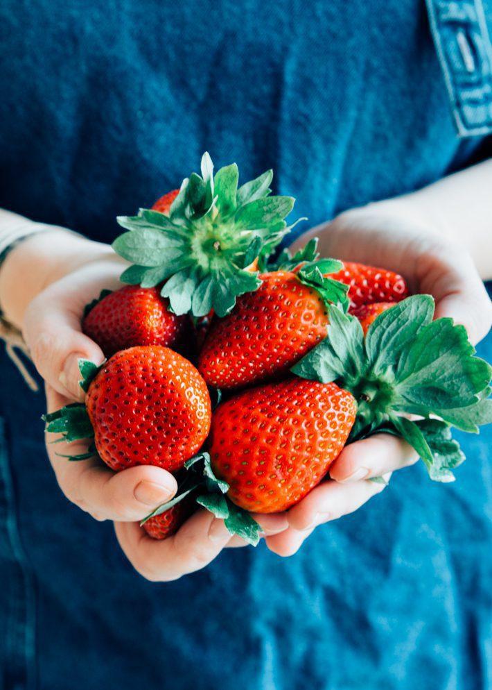 Gezonde havermoutrepen met aardbeien