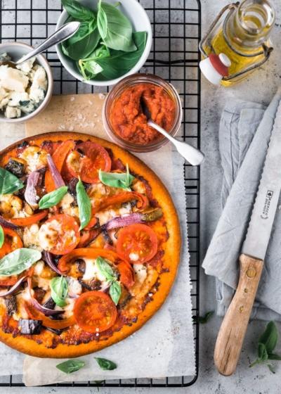 Bloemkool pizzabodem met ratatouille