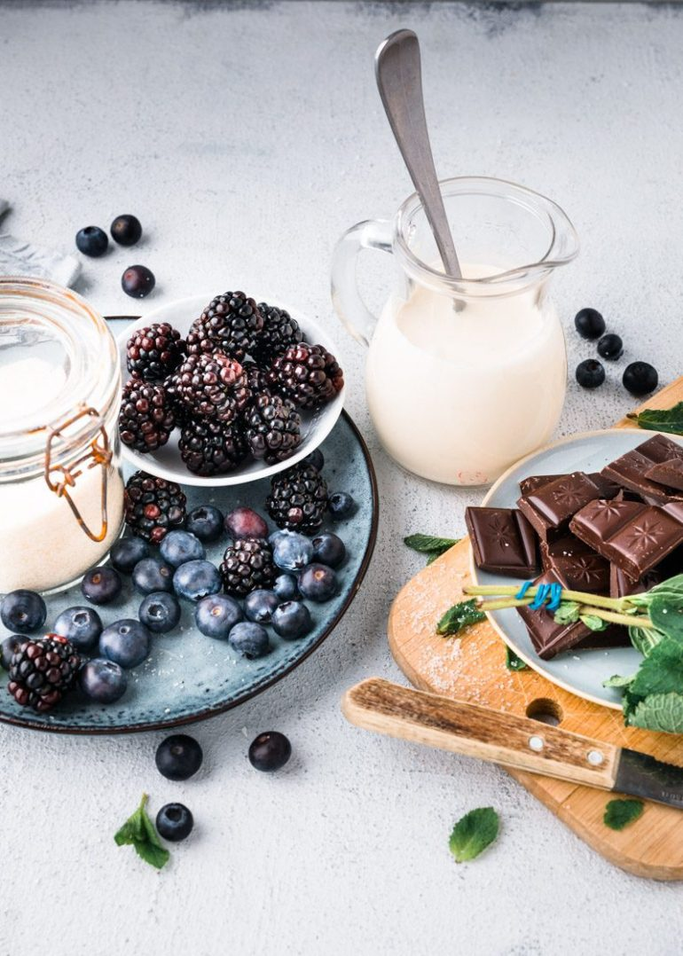 Vanillepudding met chocoladesaus