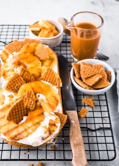 Stroopwafel taart met gebakken ananas