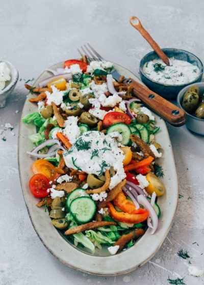Griekse salade met feta en gyros